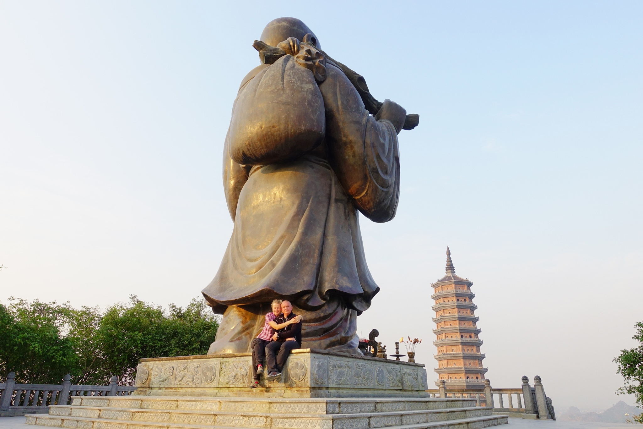 Roller, ülisuur Buddha ja koopad. Ninh Binh